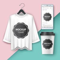 Imposta t-shirt mockup, smartphone, tazza, caffè, tè vettore