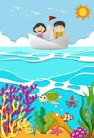 Bambini che remano su una barca di carta vettore