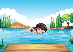 Una giovane donna che nuota nel fiume