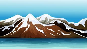 Montagna coperta di neve vettore