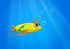 Un pesce giallo nuota sotto il mare