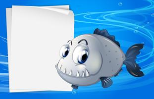Un piranha accanto a una segnaletica vuota sotto il mare