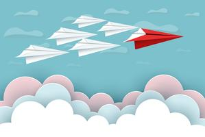 gli aeroplani di carta rosso e bianco volano verso il cielo tra il paesaggio naturale delle nuvole vanno a bersaglio vettore