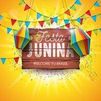 Illustrazione di Festa Junina con le bandiere del partito e lanterna di carta su fondo giallo. Vector Brasile giugno Festival Design tipografia Lettera sul bordo di legno dell'annata