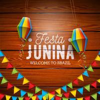 Illustrazione di Festa Junina con le bandiere del partito e lanterna di carta su fondo di legno d'annata. Vector Brasile giugno Festival Design per Greeting Card
