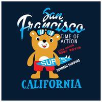 Illustrazione vettoriale di orso surfista. Grafica t-shirt.
