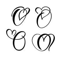 Insieme di vettore del monogramma di lettera floreale dell'annata O. Elemento di calligrafia San Valentino fiorire. Segno di cuore disegnato a mano per la decorazione della pagina e illustrazione di progettazione. Amo la carta di nozze per invito