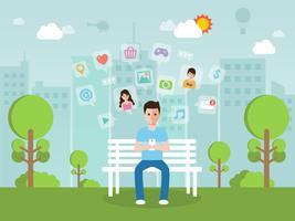 Giovane che chiacchiera online sul social network con lo smartphone.