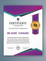 Modello di certificato professionale multiuso. Illustrazione astratta di vettore viola