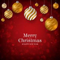 Sfondo di Natale rosso con palline di Natale oro e bianco. Elegante sfondo di Natale con palle da sera oro e bianco