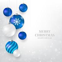 Sfondo di Natale con palline di Natale blu e bianco. Elegante sfondo di Natale con palle da sera blu e luce