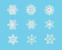 Set di fiocchi di neve in stile taglio carta su sfondo blu. Illustrazione vettoriale