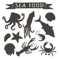 Illustrazioni disegnate a mano di vettore dei frutti di mare isolate su fondo bianco, elementi per progettazione del menu del ristorante, decorazione, etichetta. Sagome d'epoca di animali marini.