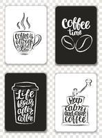 Set di carte moderne con elementi di caffè e lettering. Modelli di tendenza alla moda per volantini, inviti, menu design. Contorni grunge bianco e nero. Illustrazione vettoriale moderna calligrafia.