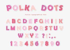 Carattere di pois carino in rosa pastello. Ritaglio di carta ABC lettere e numeri. Alfabeto divertente per ragazze. vettore