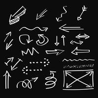 Frecce, disegnati a mano artistica, stile del gesso, insieme di vettore
