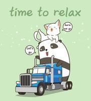 Panda e gatto svegli sul camion nel tempo di vacanza