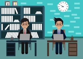 L'uomo d'affari in lavoratore in ufficio si siede agli scrittori con il computer portatile vettore
