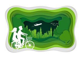 Uomini e donne vanno in bicicletta nel prato