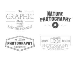Distintivi ed etichette del fotografo nello stile d'annata. vettore