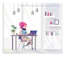 Donna di affari che si siede allo scrittorio che lavora nell'ufficio