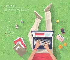 Vista superiore dell'uomo che si siede sull'erba che lavora al computer portatile. vettore