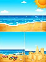 Scene con spiaggia, sandali e castello di sabbia