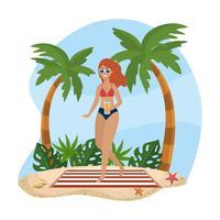 Donna in costume da bagno che sta sull'asciugamano di spiaggia vettore