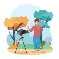 Reporter maschio nel parco con la macchina fotografica