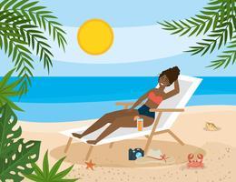 Donna afroamericana nella sedia di spiaggia sulla sabbia vettore