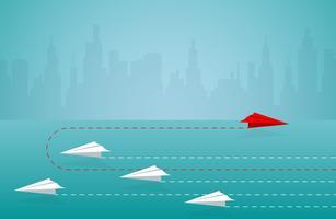 Concetto di affari dell'aereo di carta con paesaggio urbano