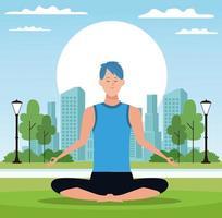 Uomo che si siede nella posa di yoga in parco