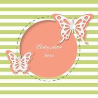Simpatica cornice rotonda con farfalle tagliate di carta. vettore