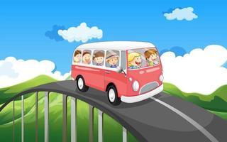 Uno scuolabus con bambini che viaggiano vettore