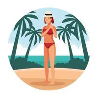 Giovane donna in costume da bagno e cappello in spiaggia vettore