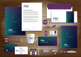 set di identità del triangolo incandescente viola e verde e articoli promozionali