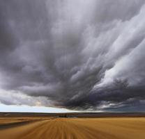 onweer boven velden